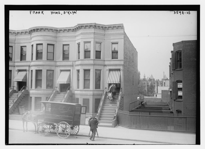 leo_frank_home_in_brooklyn2c_new_york_on_august_202c_1915